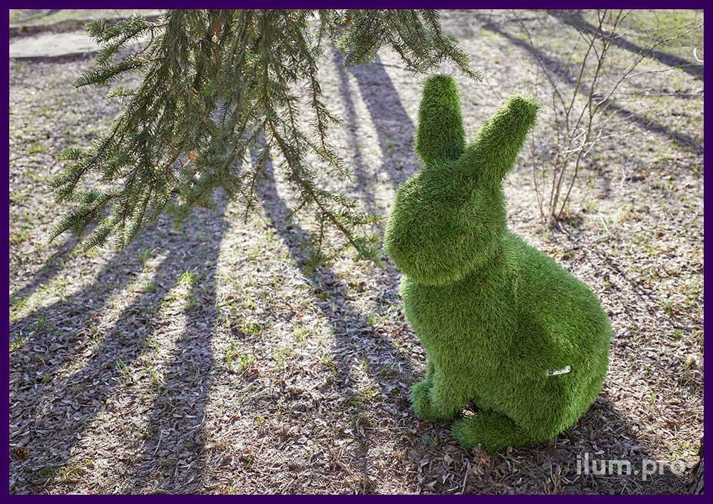 Зайцы из искусственного газона - ландшафтные фигуры из зелёной травы на композитном каркасе
