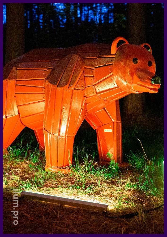 Деревянная фигура разноцветного медведя для парка или детской площадки