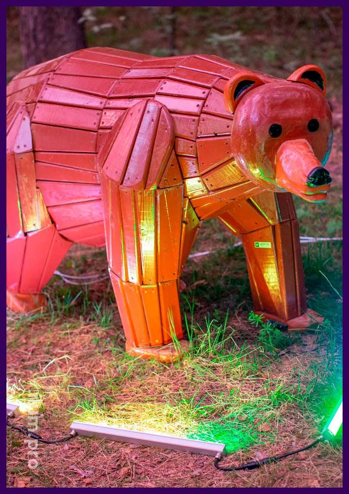 Голова медведя из крашеного дерева, фотозона для парков и скверов для зимы и лета