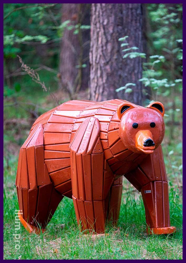 Деревянная фигура медведя - арт-объект для благоустройства территории