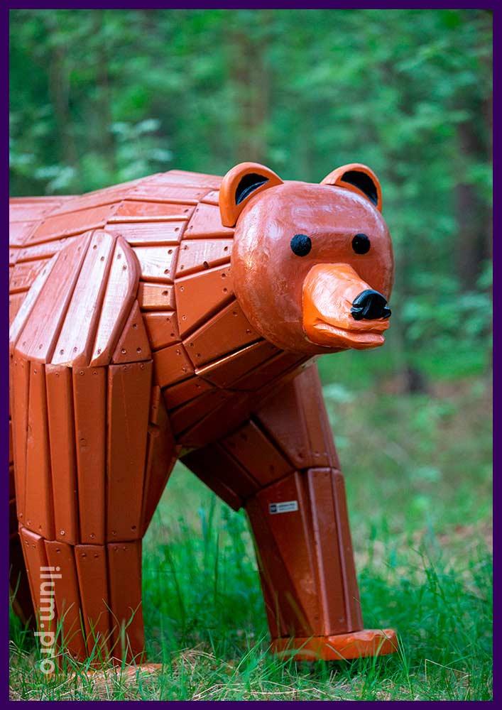 Медведь деревянный - декоративный арт-объект для детской площадки в парке