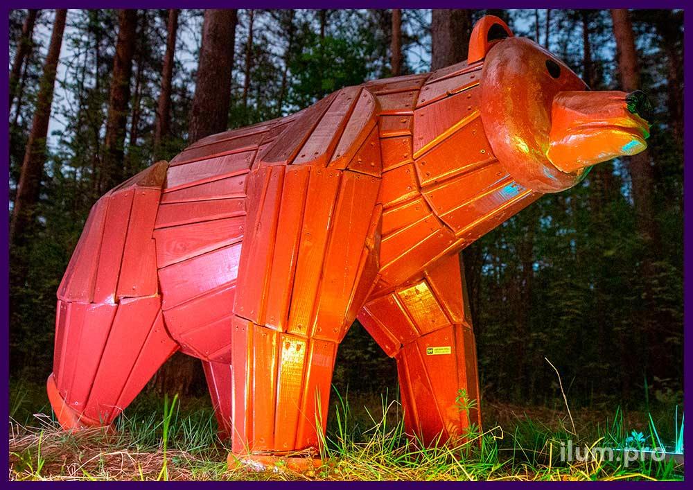 Медведь из крашеного дерева для установки на детской площадке, в парке или сквере