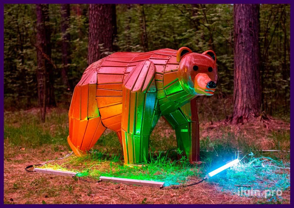 Медведь деревянный - декоративная фигура для парка и детской площадки