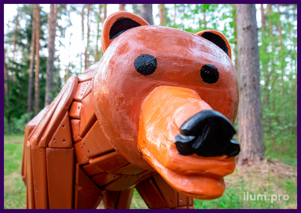 Фигура медведя из дерева с покрытием атмосферостойкими красками и пропиткой антисептиком