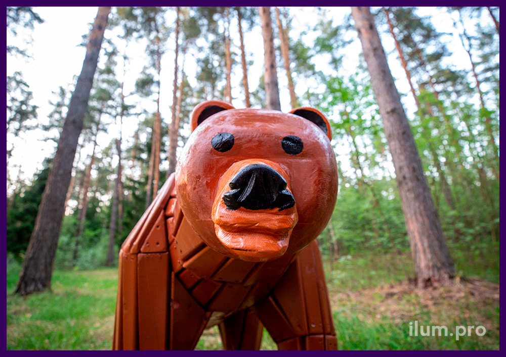 Медведь деревянный - арт-объект для детской площадки, а также благоустройства территории