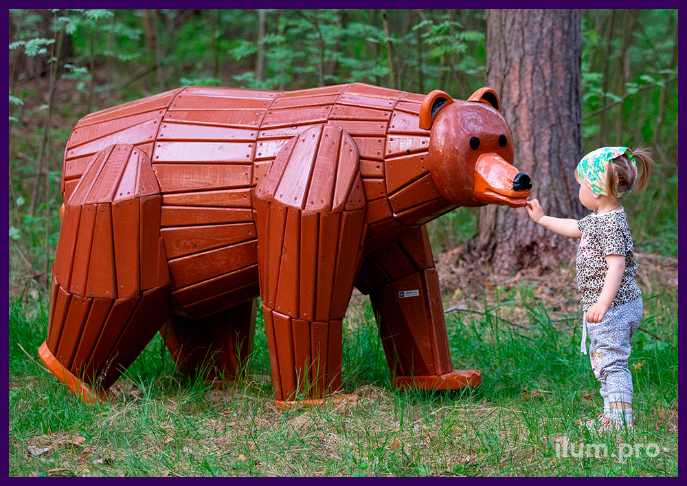 Медведь из дерева с защитой от агрессивного воздействия окружающей среды