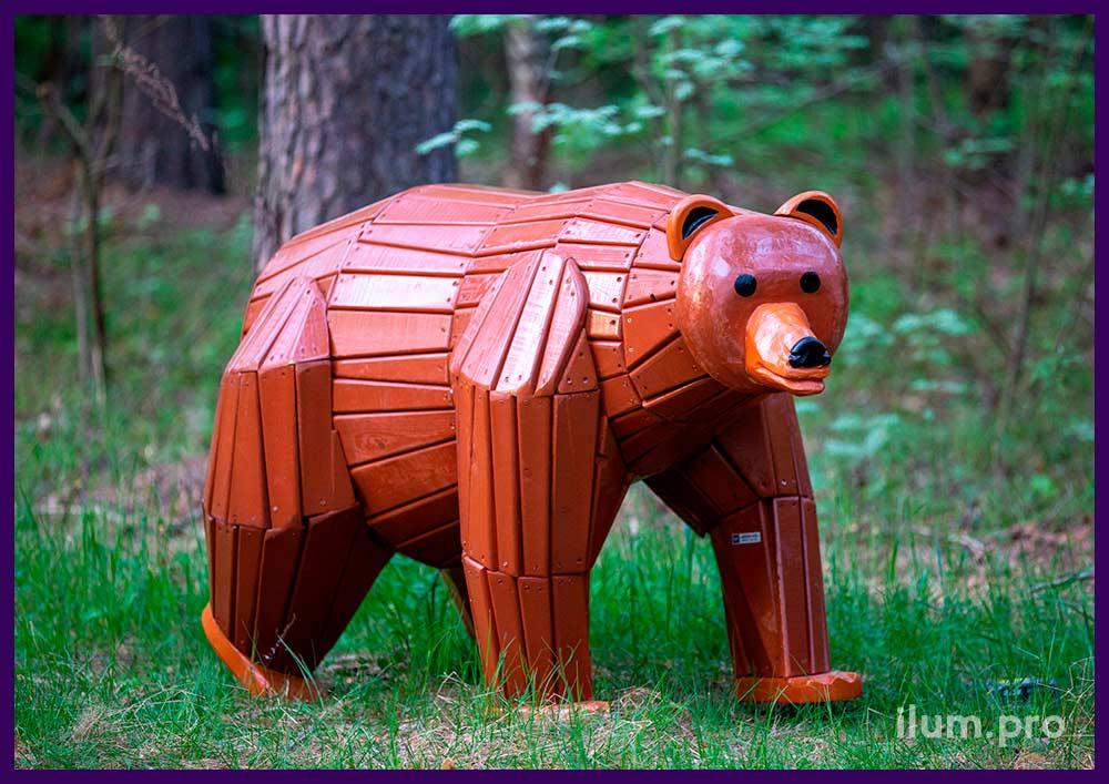Садово-парковая фигура медведя из хвойных пород древесины с защитным покрытием