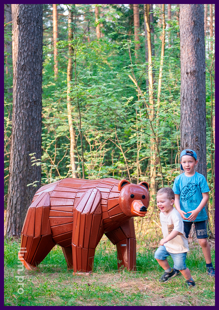 Фигуры животных из дерева для установки на детских площадках и в парках