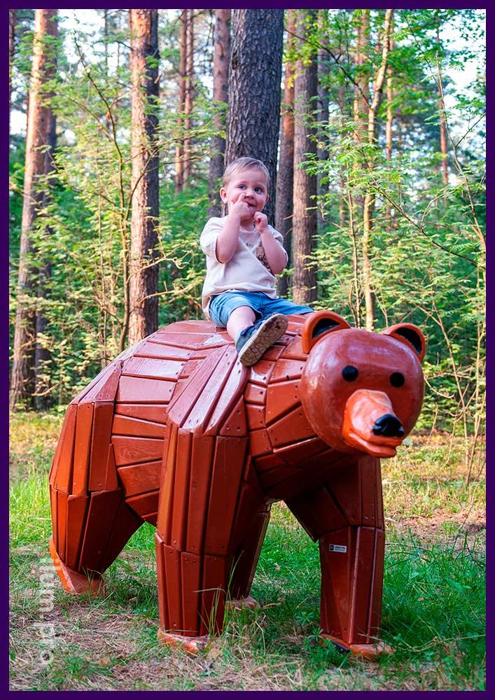 Деревянный медведь - арт-объект из ели и сосны для установки в парках и скверах
