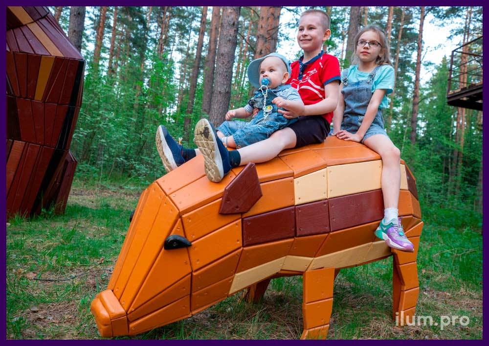 Свинья деревянная с разноцветной поверхностью, фигура животного для детской площадки в парке