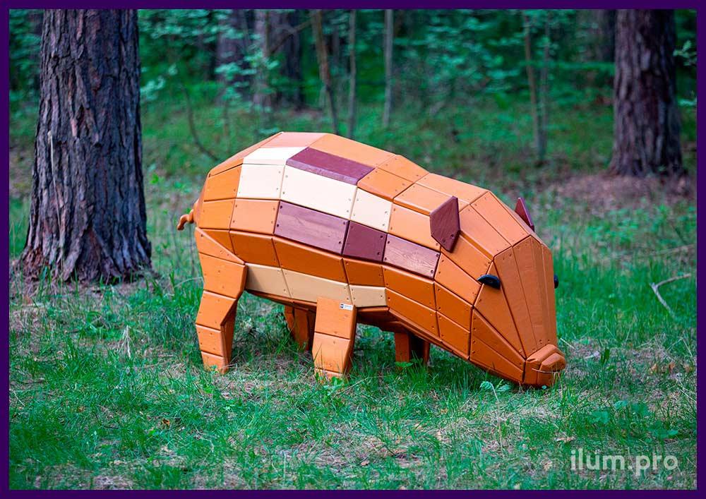 Разноцветная деревянная фигура свиньи для украшения ландшафта в парке или саду