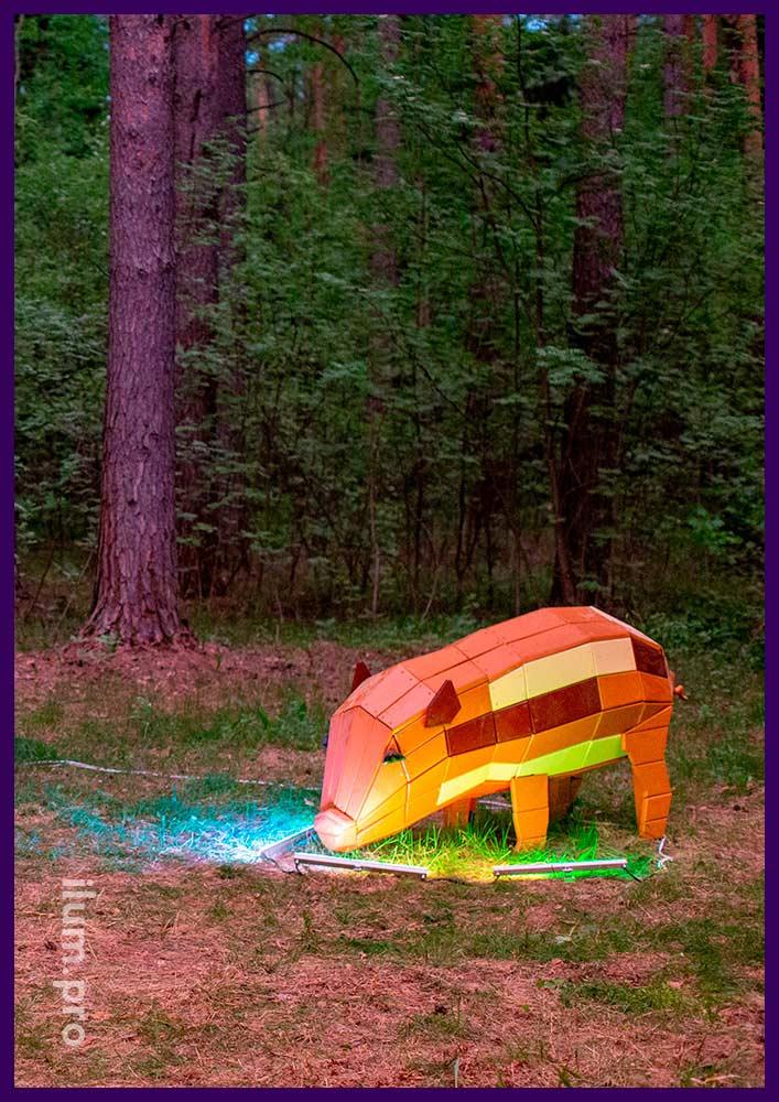 Свинья из крашеного дерева для установки на детской площадке, в парке или сквере