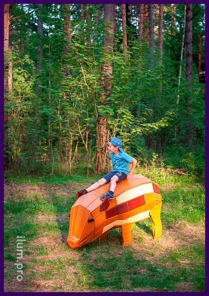 Деревянная свинья - арт-объект из ели и сосны для установки в парках и скверах
