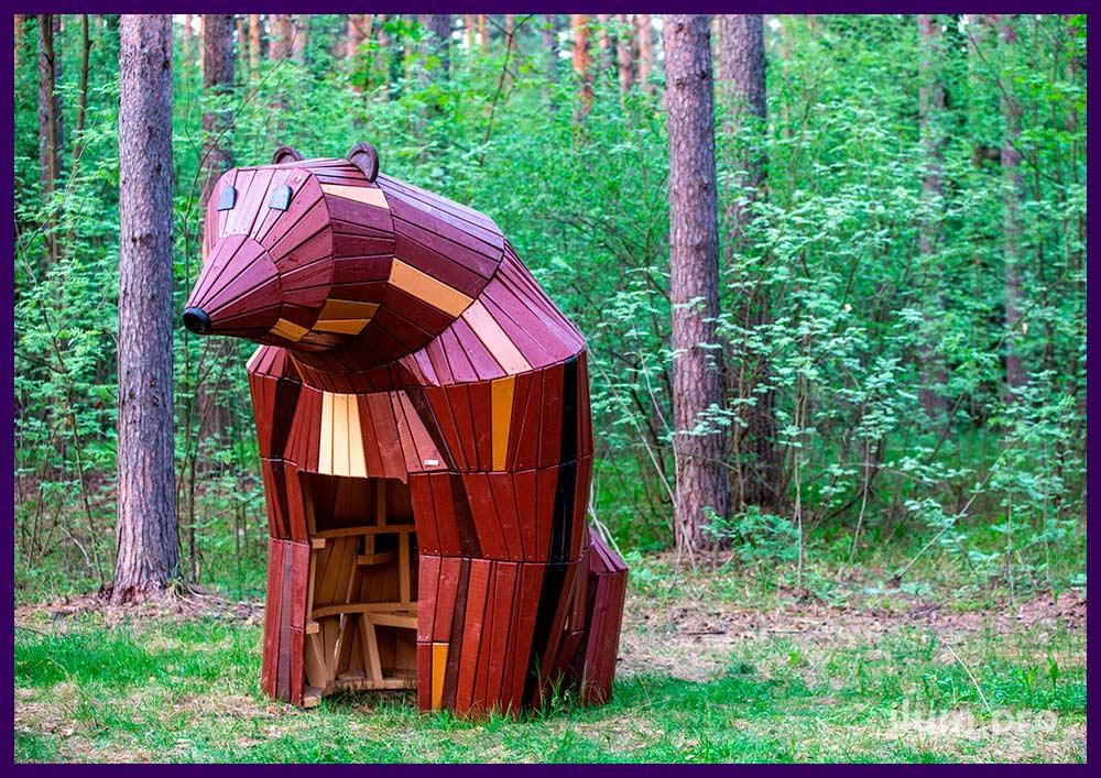 Медведица из разноцветных досок - домик для парка, детской площадки или сада