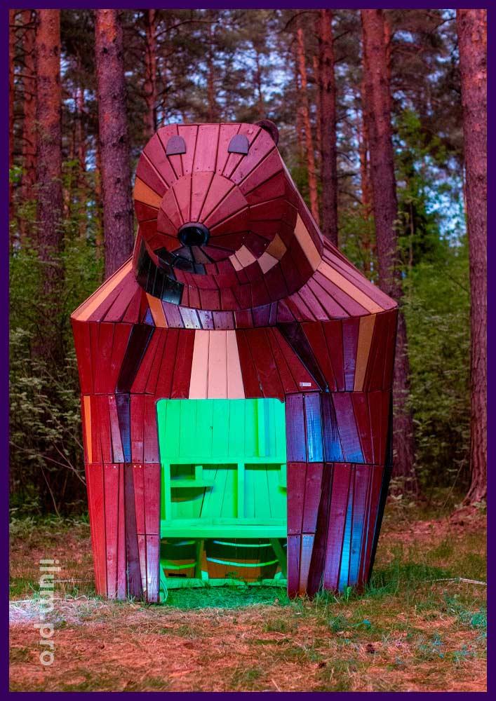 Деревянный домик в форме медведицы для детской площадки, парка или сквера