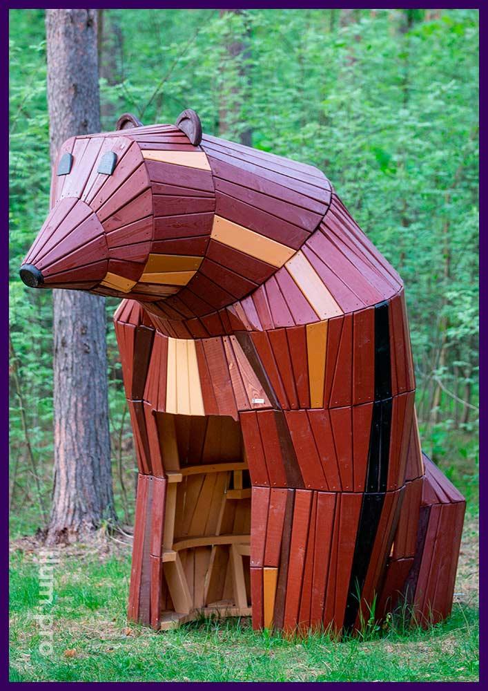 Медведица из дерева - домик для парка со скамейкой внутри, арт-объект в виде животного