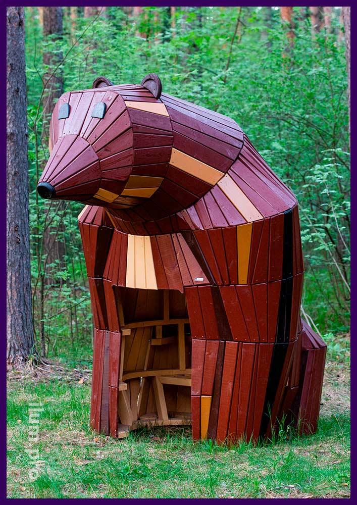 Медведица из дерева - деревянный домик с лавочкой внутри для парков и скверов
