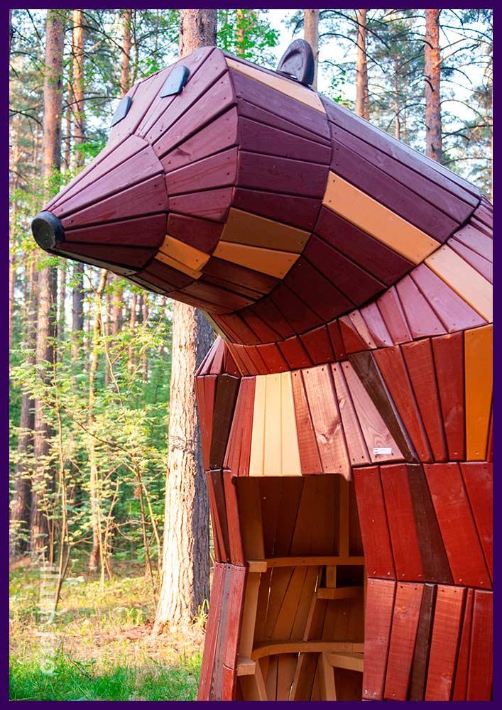 Домик-медведь деревянный со скамейкой внутри для детской площадки в парке