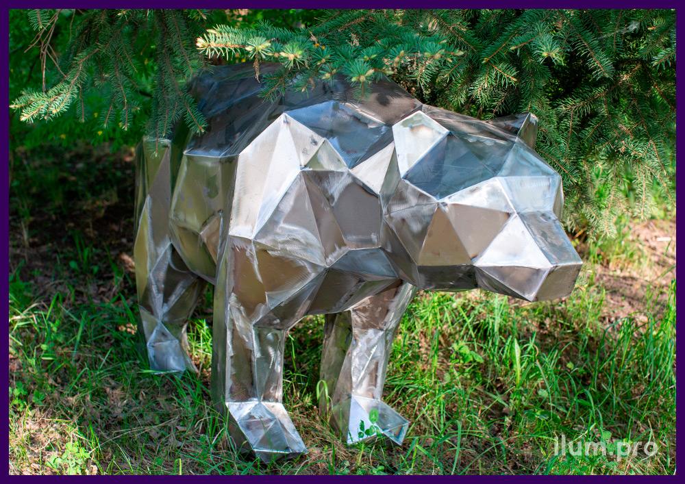 Фигура полигональная из металла в форме медведя, благоустройство территории парка
