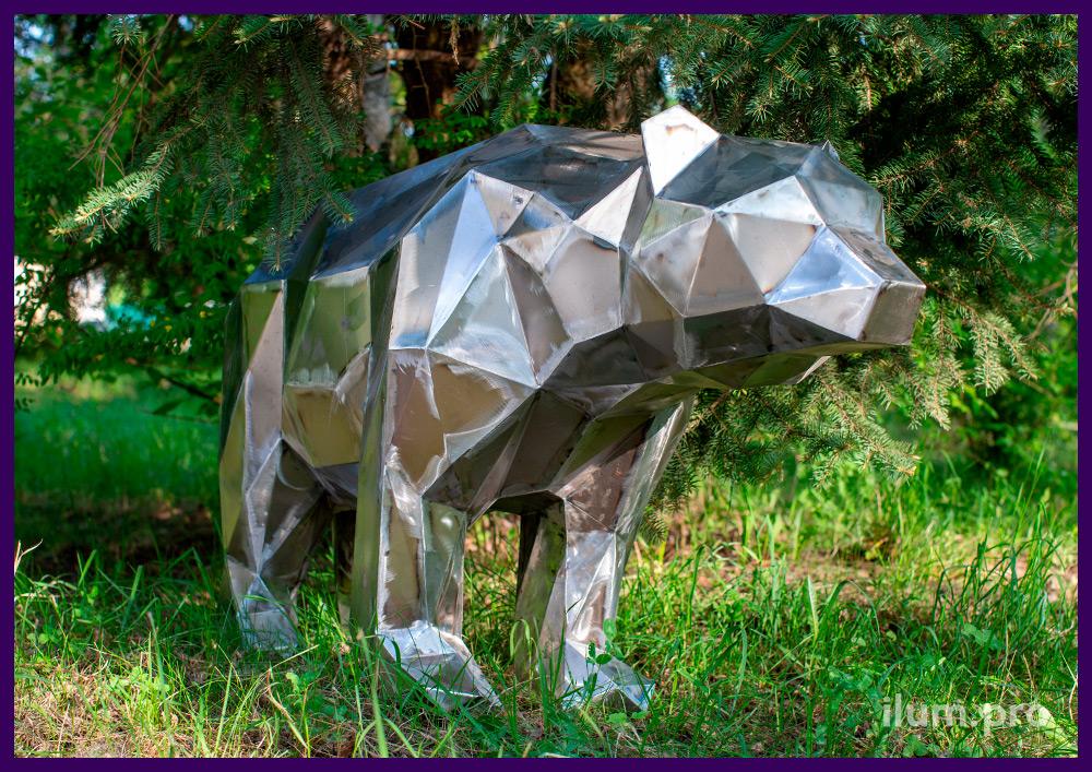 Полигональная фигура металлического медведя для украшения газона в парке