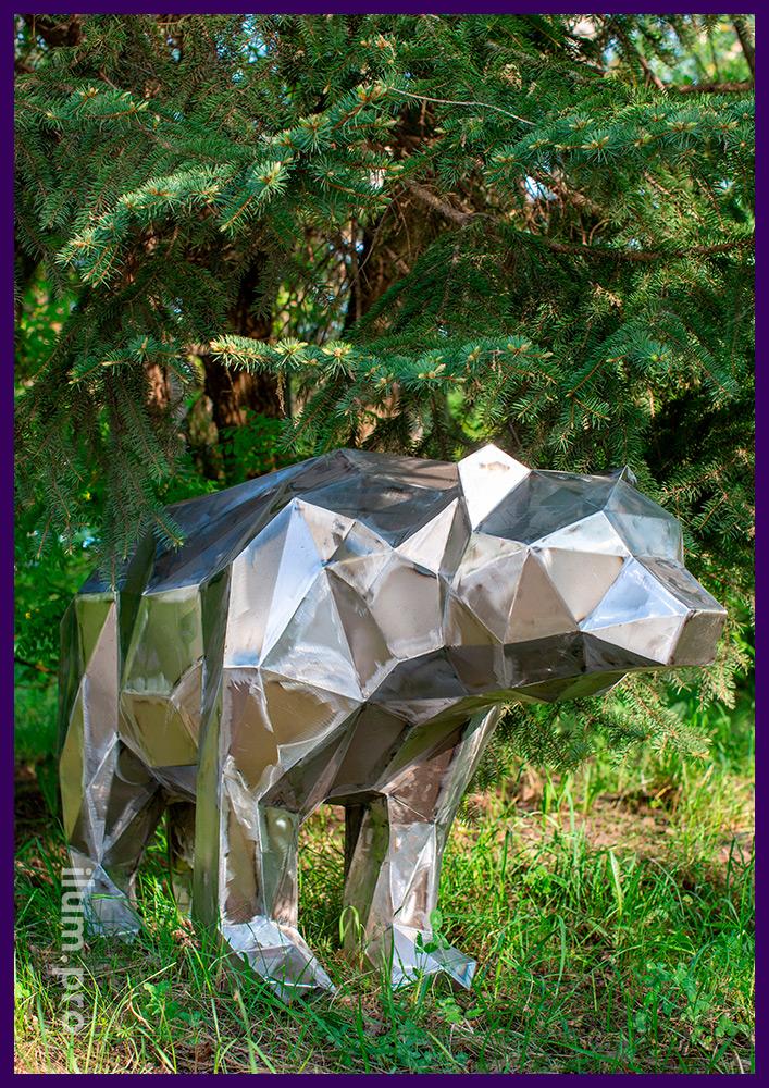Медведь из металла в полигональном стиле для установки в парках и скверах