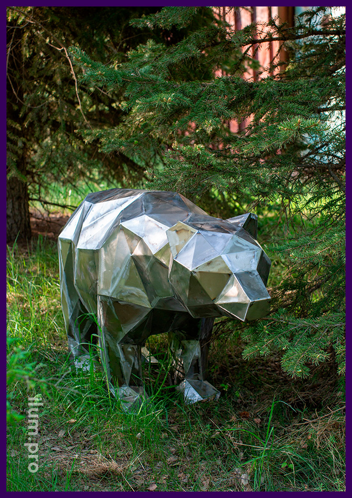 Медведь металлический полигональный из шлифованной листовой стали с плоскими гранями