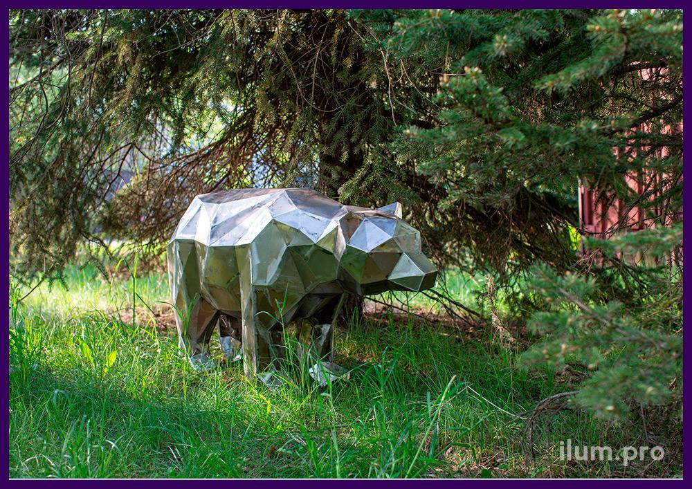 Медведь полигональный из объёмного металлического каркаса для улицы и интерьера