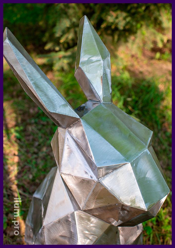 Зайцы полигональные, сварные фигуры из листовой стали в стилистике оригами