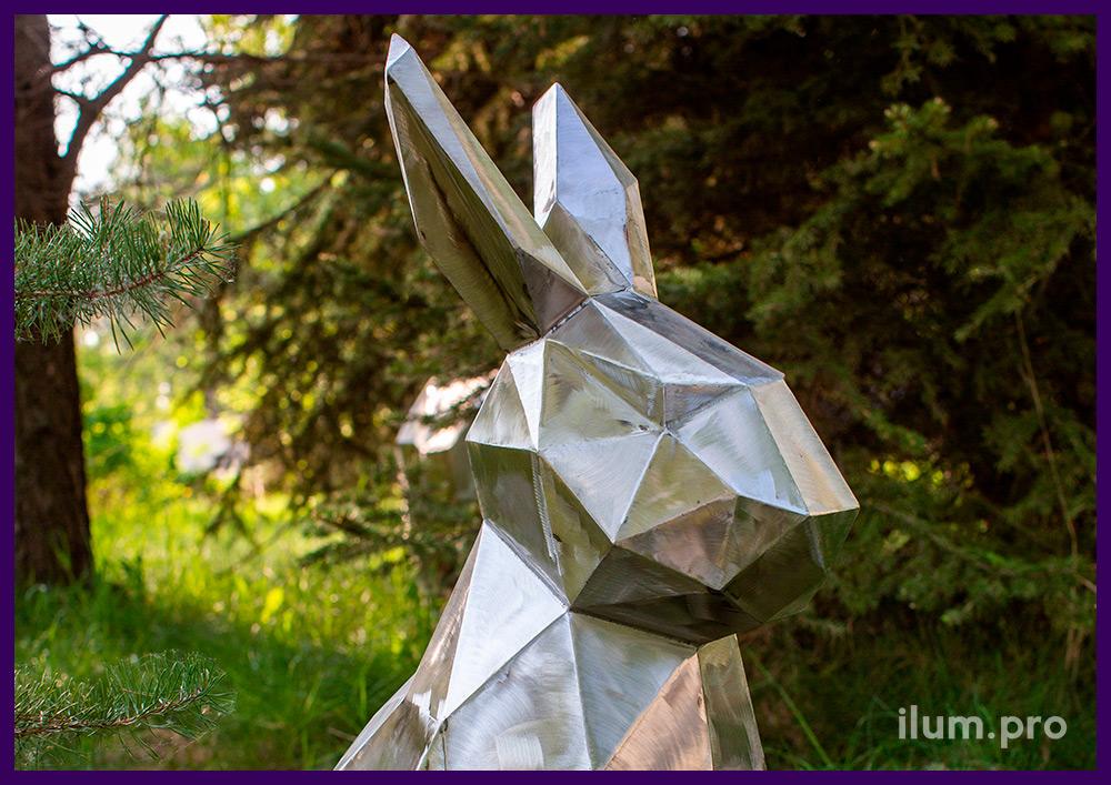 Полигональная фигура зайца из шлифованной стали, подготовленной к окрашиванию
