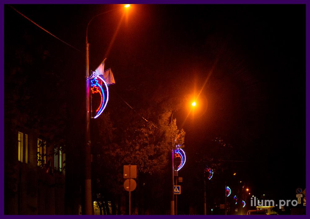 Подсветка подмосковной улицы консолями со звёздами из белого, синего и красного дюралайта