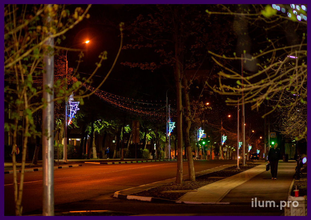 Подсветка фонарей вдоль дороги в Подмосковье светодиодными консолями с дюралайтом триколор