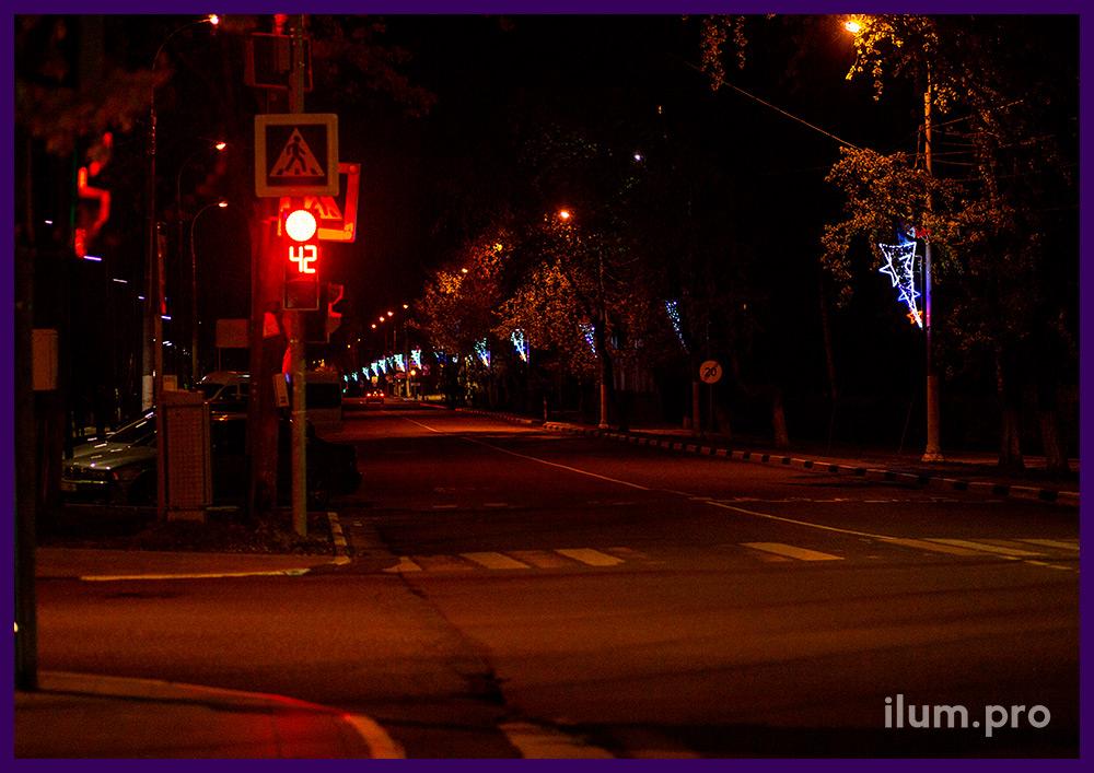 Декоративные консоли из дюралайта и гирлянд на металлическом каркасе для фонарей вдоль дорог