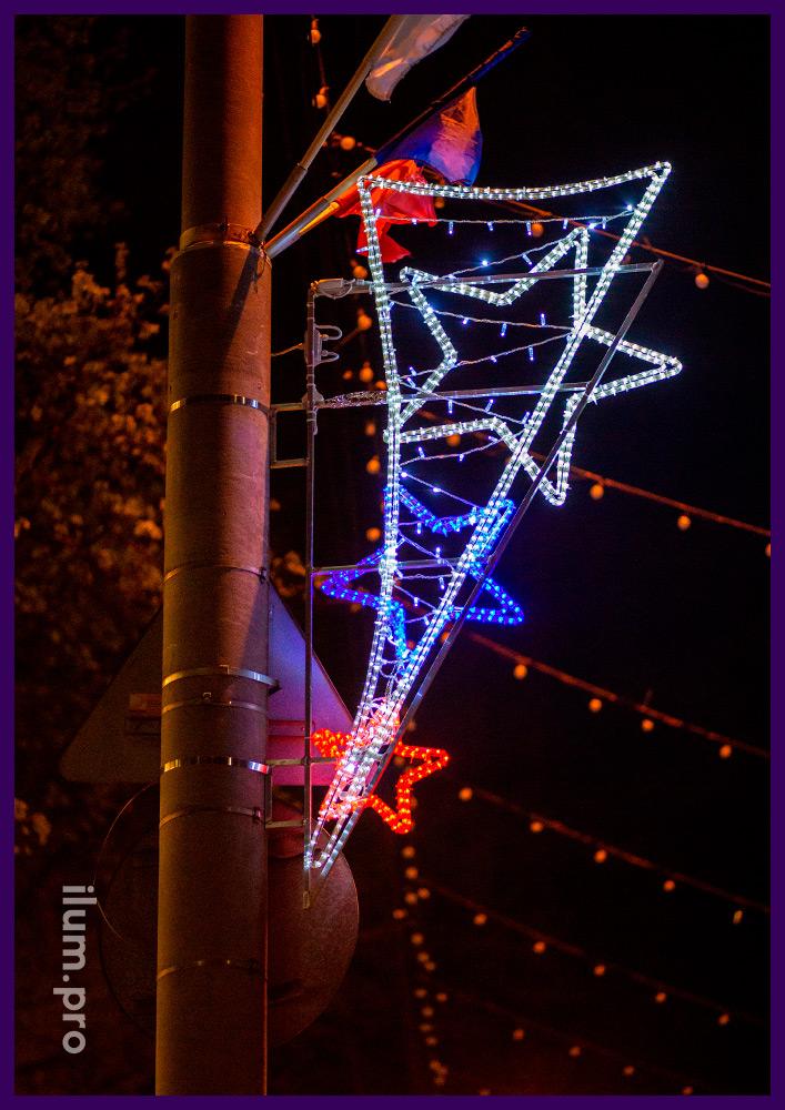 Декоративные консоли на фонарях, звёзды из дюралайта разных цветов с защитой от влаги и пыли