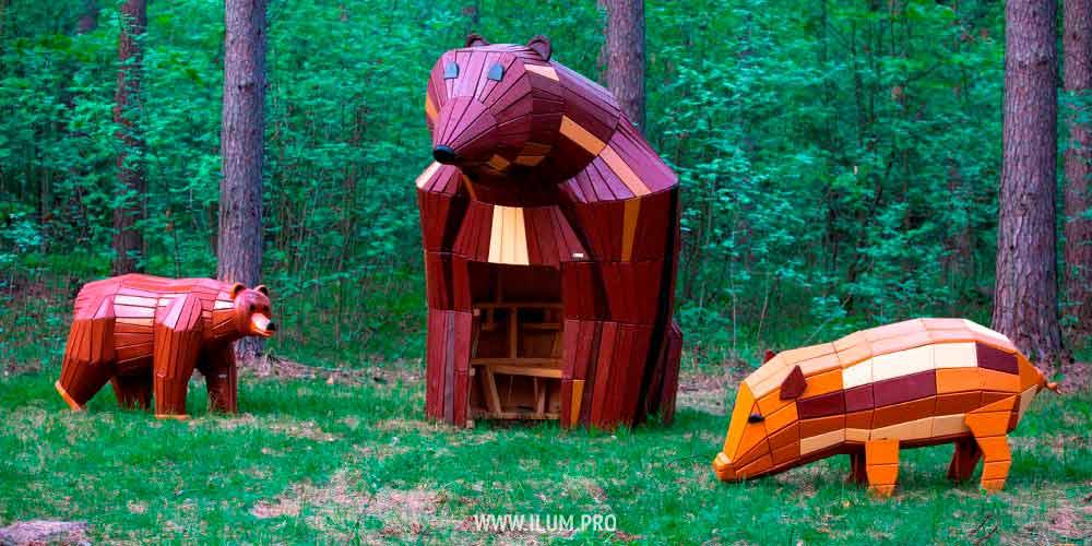 Деревянные фигуры животных в парке