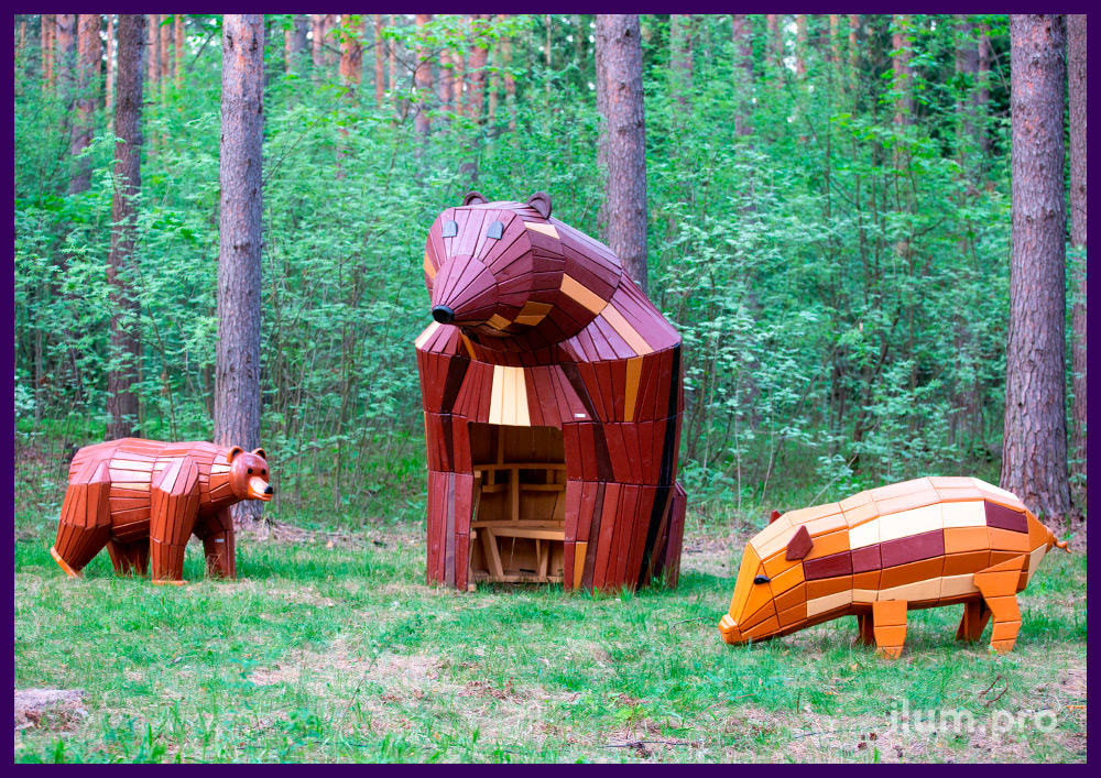 Садово-парковые ландшафтные фигуры и домики из дерева в городском парке