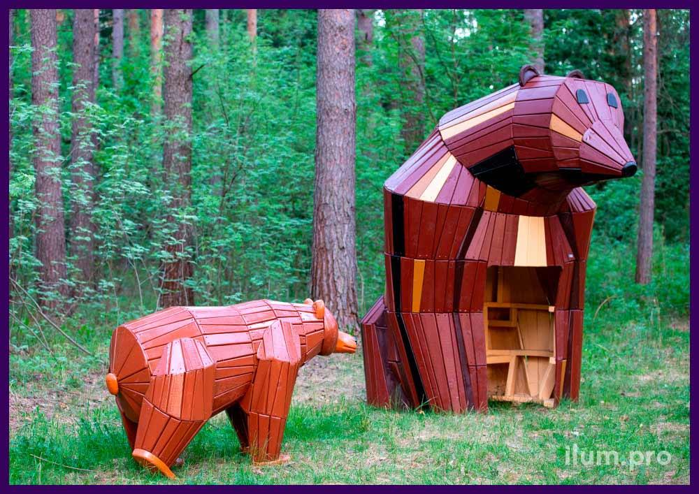 Медведи из крашеных досок на каркасе из бруса, арт-объекты и домики со скамейками