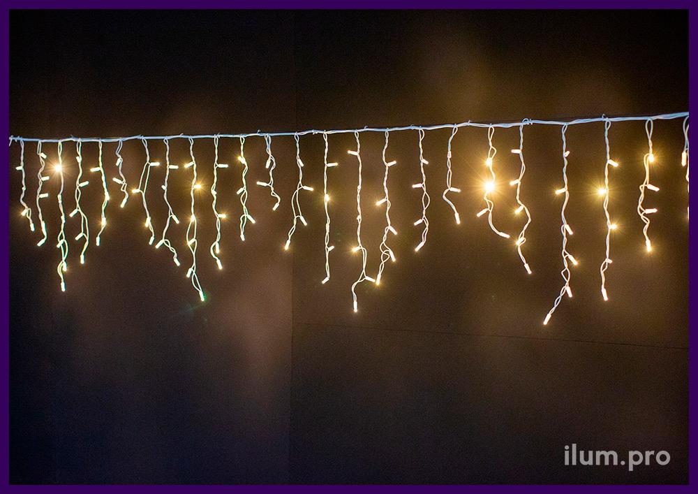 Иллюминация уличная на белом резиновом проводе, гирлянда бахрома тёплых оттенков свечения