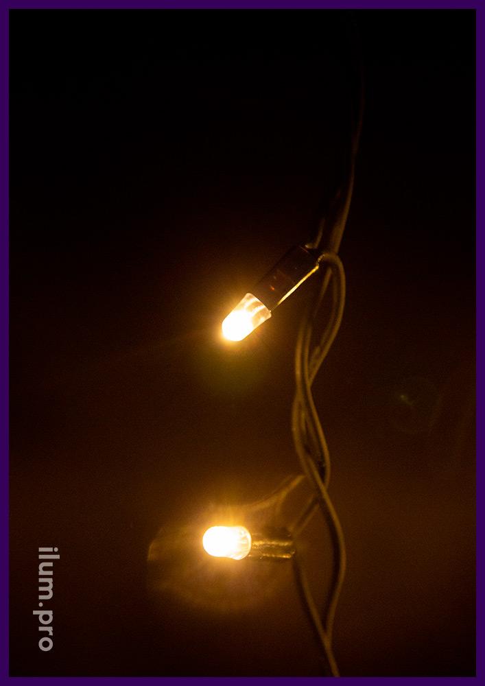 Тёпло-белая светодиодная бахрома с чёрным проводом из каучука и эффектом мерцания