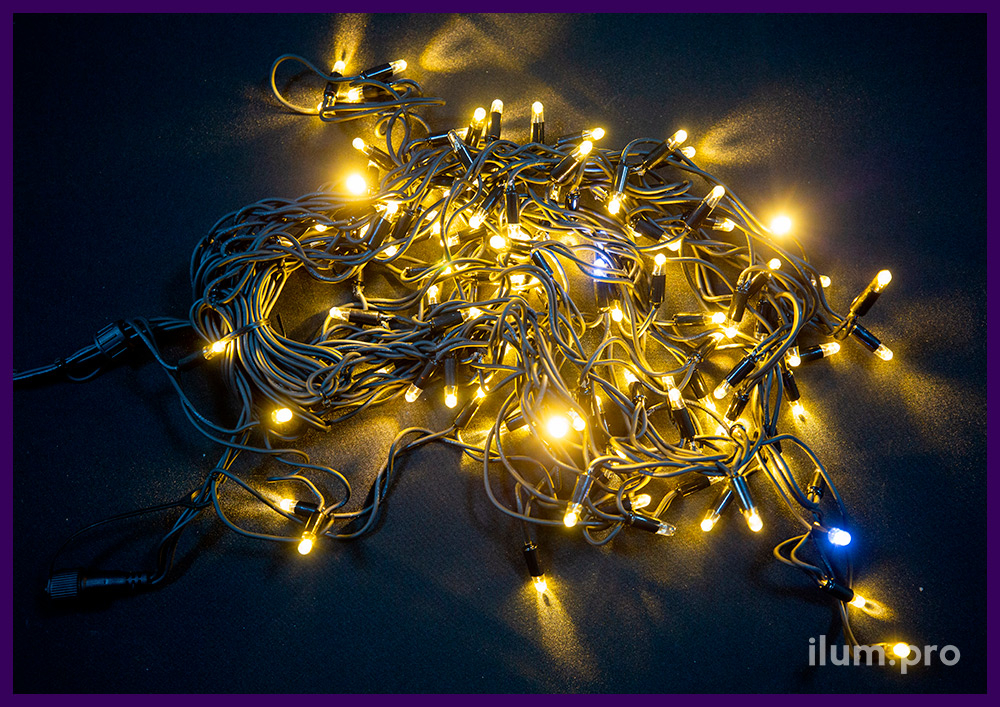 Мерцающая гирлянда бахрома на чёрном резиновом кабеле, тёпло-белое свечение