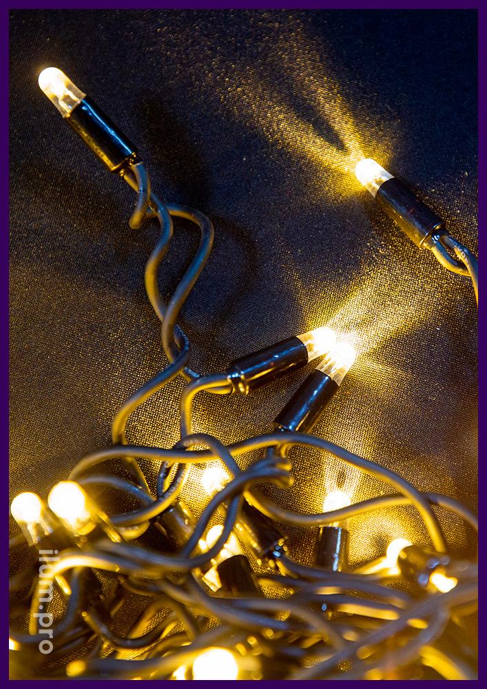 Статическая светодиодная бахрома тёпло-белого цвета, морозостойкий резиновый провод чёрного цвета