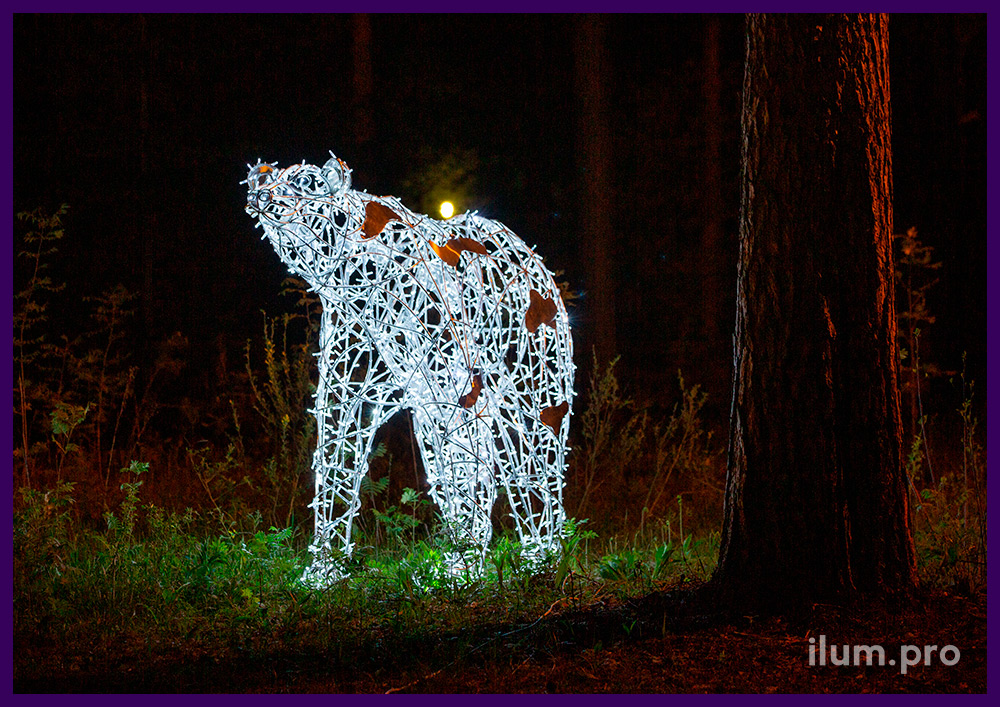 Благоустройство парка световой фигурой белого медведя из гирлянд, защита от осадков IP65