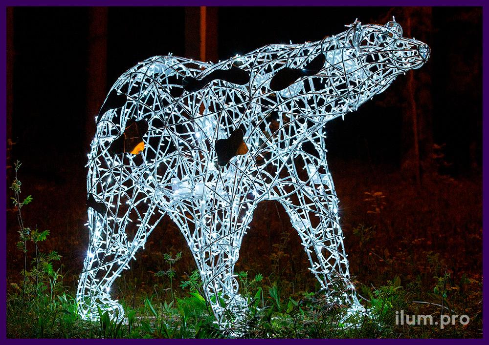 Фигура белого медведя из светодиодных гирлянд и алюминиевого каркаса с защитой от осадков