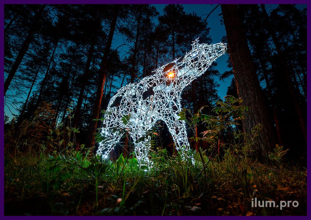 Фигура из алюминия и гирлянд в форме белого медведя для благоустройства сада и парка