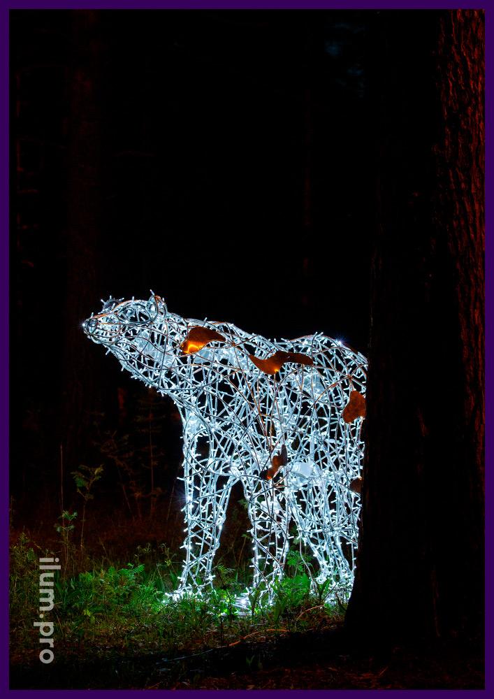 Подсветка парка фигурой белого медведя с уличными гирляндами с защитой IP65