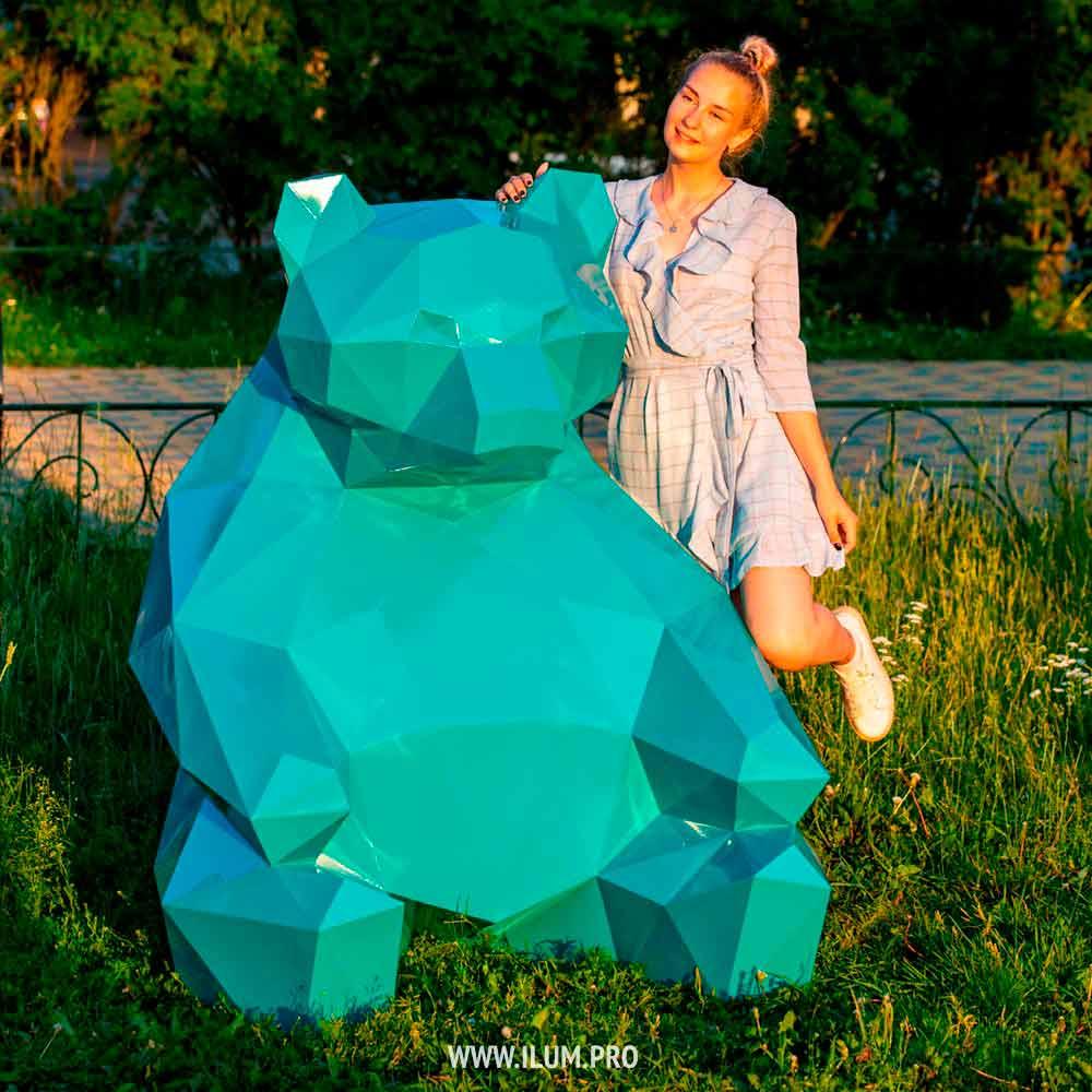 Бирюзовый полигональный медведь из металла