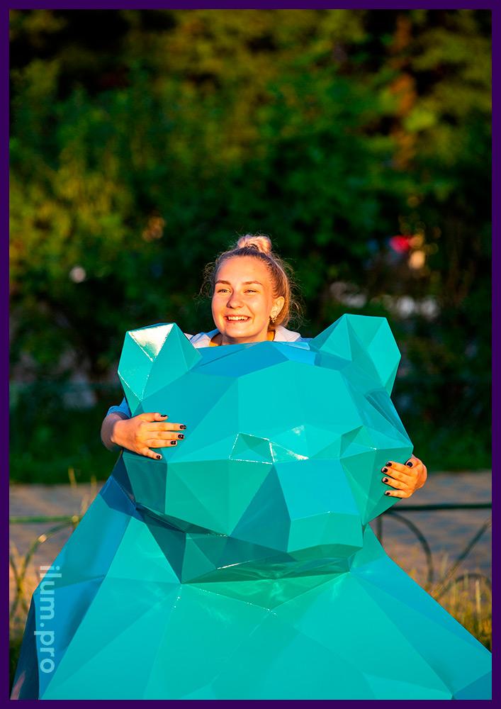 Медведь полигональный бирюзового цвета - садово-парковая фигура из металла на улице