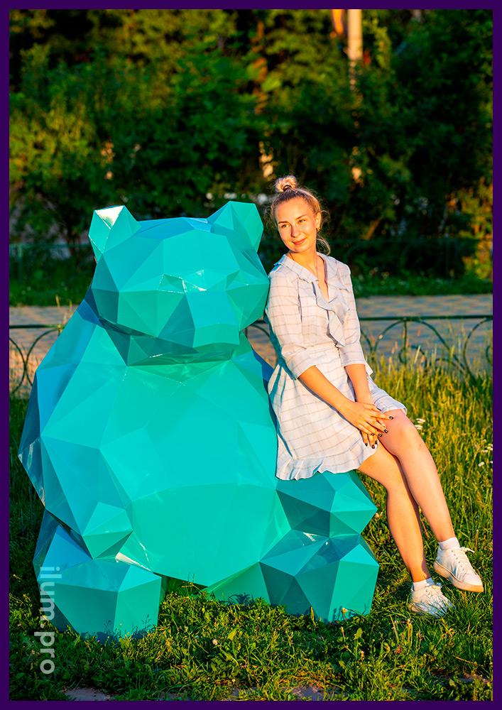 Объёмная ландшафтная скульптура медведя в полигональном стиле, металлический арт-объект