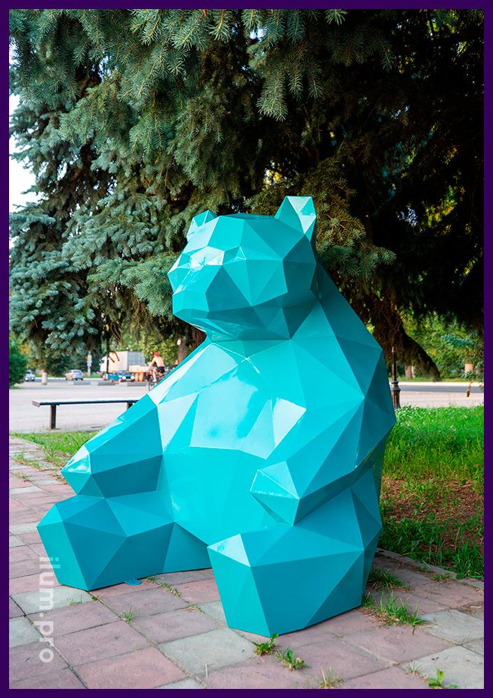 Полигональный медведь бирюзового цвета - металлический арт-объект для украшения улицы