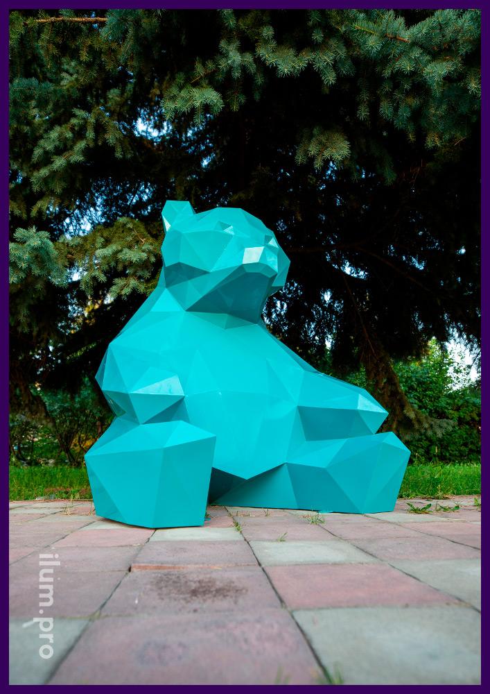Ландшафтная скульптура медведя в полигональном стиле из крашеной стали