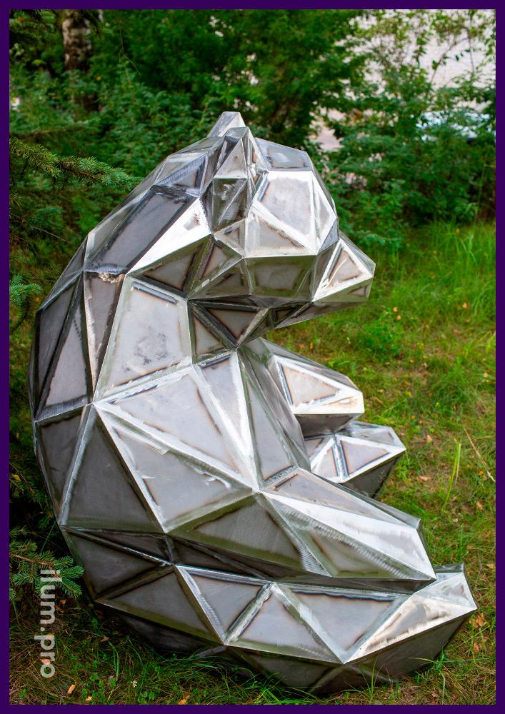 Скульптура ландшафтная из металла - полигональный медведь высотой 150 сантиметров